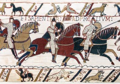Tapisserie de Bayeux - Scène 51 (partielle) : la bataille d'Hastings, chevaliers et archers normands.
